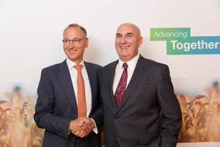 Werner Baumann, CEO of Bayer AG. (L) Monsanto CEO Hugh Grant (R)