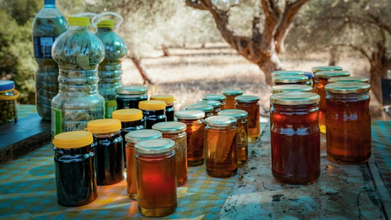 CATCH THE BUZZ- Israeli Students Make Fake Honey.
